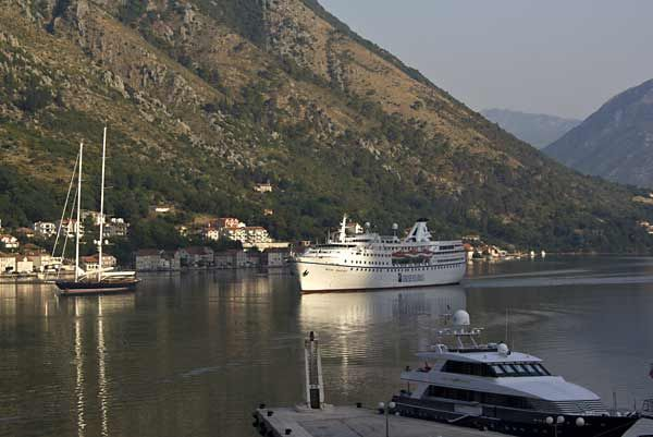 ocean-majesty-kotor-2011-c-cruisetricks-de